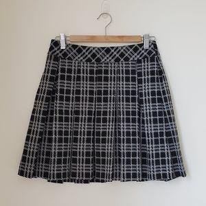 Banana Republic Black and White Pleated Skirt 0